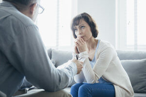 Woman and therapist discussing a 12 step recovery program